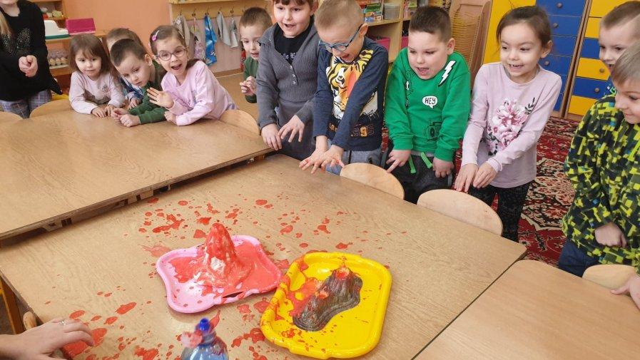 """Innowacja pedagogiczna w przedszkolu """"Mali odkrywcy – przez doświadczenie do zrozumienia"""""""